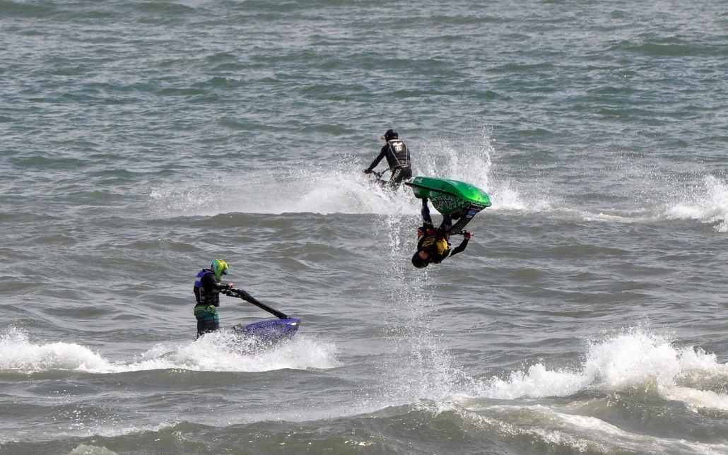 Very impressive jet skiers!
